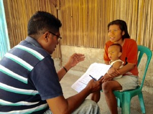 Staff, Sergio da Silva, interviewing a mother